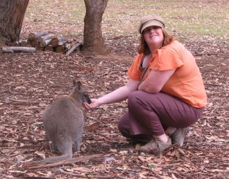 Lisa McLintock feed a Wallaby
