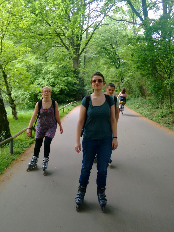 Anna and Vera skating in Tiergarten