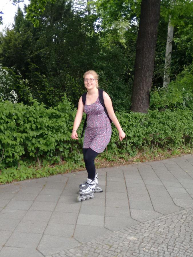Anna skating in Tiergarten